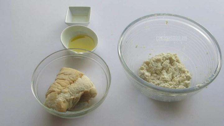 Agregar el Pan a la mezcla de almendras junto con el resto de los ingredientes