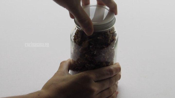 Colocar en el Frasco la granola