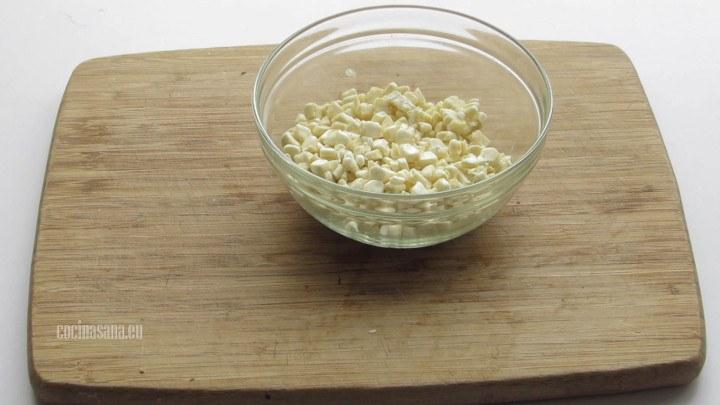 Desgranar el Elote o maíz y reservar para el momento de preparar la sopa
