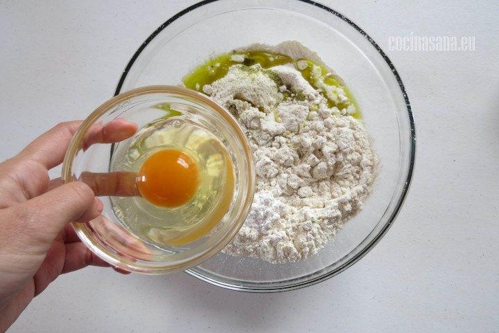Agregar el Huevo e incorporar hasta que se integre perfectamente en la preparación