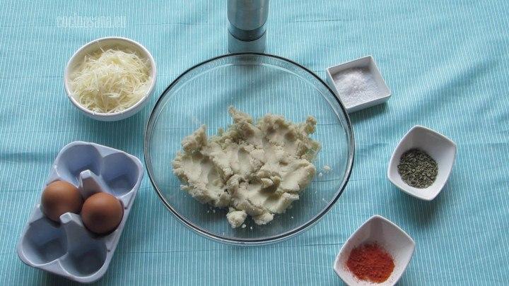 Mezclar todos los Ingredientes en un bowl o recipiente hasta que se incorporen todos los ingredientes.