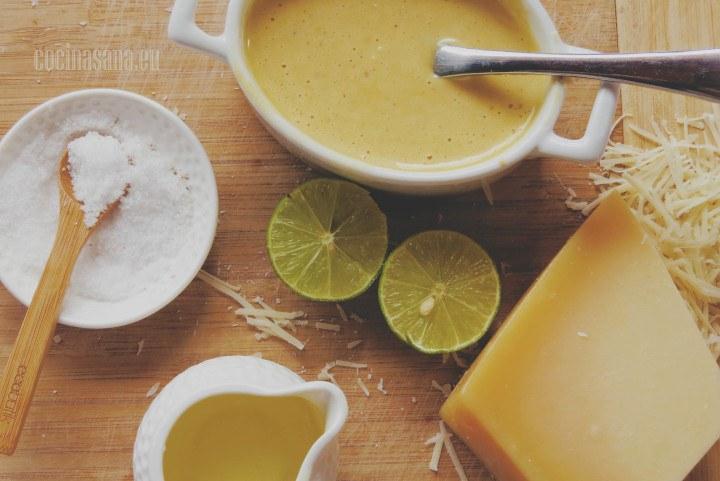 Aderezo Cesár con pasta de anchos y ajo, una perfecta opción para complementar tus comidas.