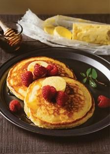 hotcakes con mantequilla de miel de maple