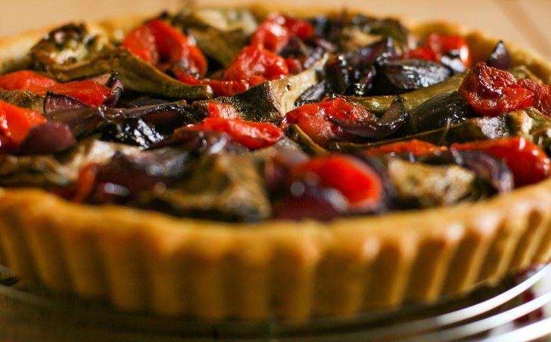 Tarta de alcaucil, con cebolla caramelizada y tomate. Gluten free! Fiesta del Alcaucil