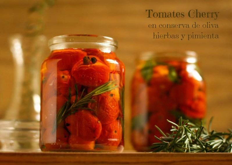 Tomates cherry en conserva de oliva, hierbas y pimienta