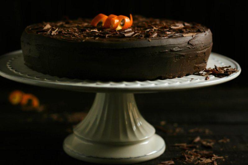 Torta de chocolate y batatas, con zest y jugo de naranjas y ganache de chocolate, leche de coco y aceite de oliva