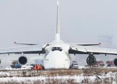 Russian An-124 Condor Skid Off The Runway After An Engine Failure