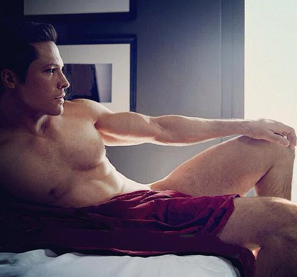 MAN CANDY: Nick Wechsler Of 'Revenge' Gets His Kit Off For Cosmo