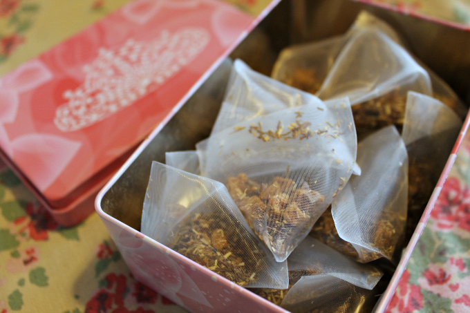 Cocktails in Teacups Mothers Day Gift Guide 2015 Adagio Snow White Tea
