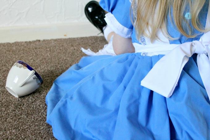 Little Alice in Wonderland Cosplay details blog