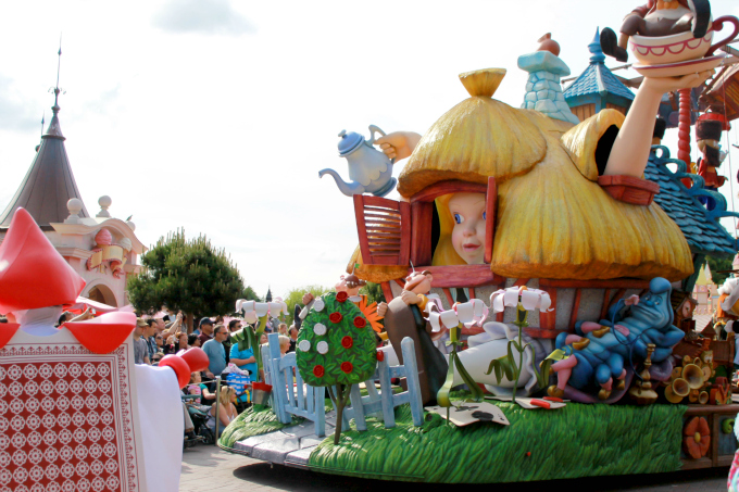 Cocktails in Teacups Disney Life Parenting Travel Blog Disneyland Paris Disney Magic on Parade Alice