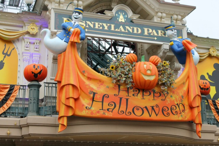 Cocktails in Teacups Disney Life Travel Parenting Blog 6 Things I Love About Autumn at Disneyland Paris Decorations