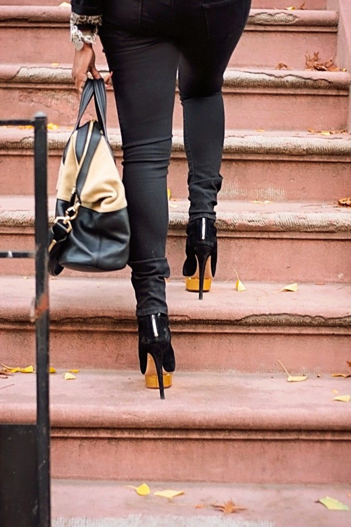 Signature Style Tote Bag Ankle Booties