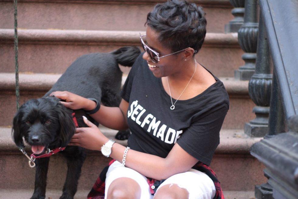 graphic tee plaid shirt boyfriend jeans spring NYC fashion Gigi photobomb