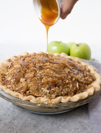 crunchy caramel apple pie, apple pie recipe, caramel apple pie. caramel apple. dessert. pie, pie recipe, apple pie recipe, fall dessert