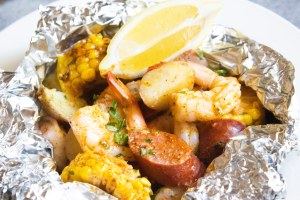 shrimp boil packets, shrimp boil foil, shrimp boil foil packets, shrimp boil, coco and ash, easy dinner, foil packets