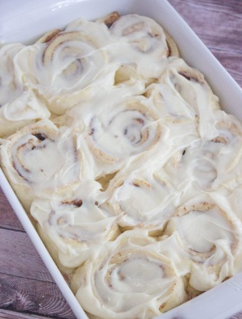 overnight cinnamon rolls, easy cinnamon rolls, with cream cheese icing