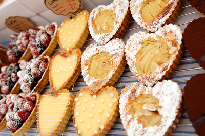 Coco&Me - Coco and Me - Coco & Me - www.cocoandme.com - heart tarts - pictures from the cake market stall - Broadway Market E8 UK