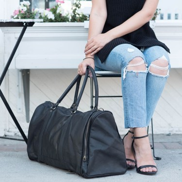 Details of fashion blogger Cee Fardoe of Coco & Vera with her black Mahi Leather duffle bag