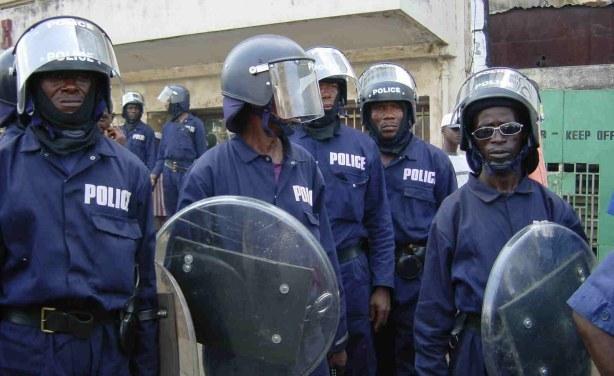 Sierra-Leone-riot-police