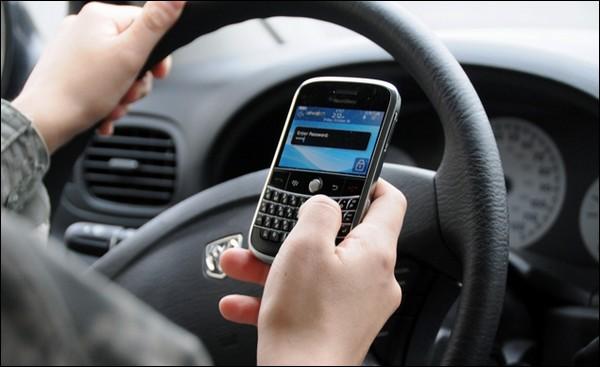 Envoyer un SMS au volant