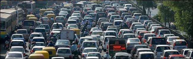 Bouchon de voitures dans une grande ville