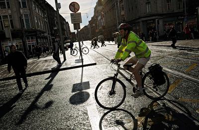Lille autorise désormais les cyclistes à passer aux feus rouges