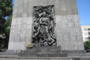 monument to the ghetto heroes warsaw poland