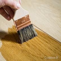 vernir un bois avec un vernis incolore