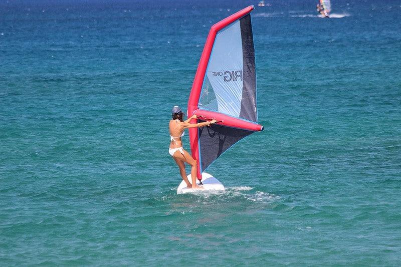La technologie du kitesurf au service de la planche à voile