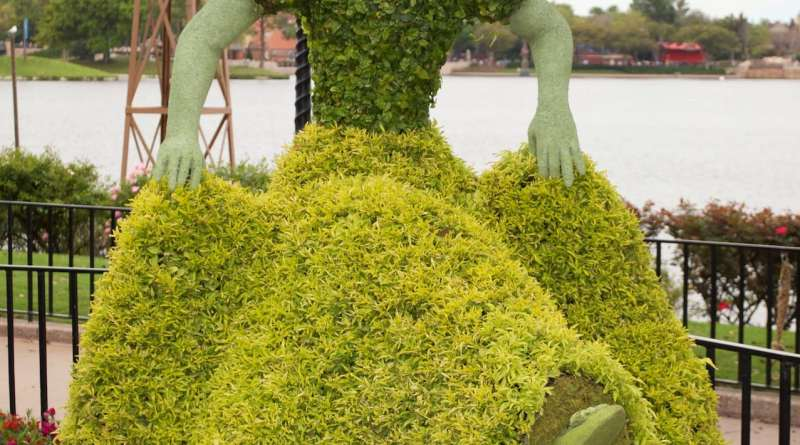 Snow-White-Topiary-Epcot-Flower-Garden-Festival