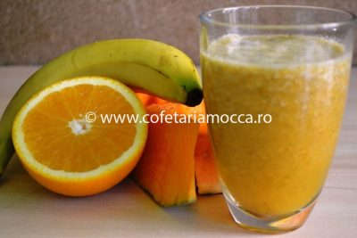 Smoothie cu dovleac, banane si portocale