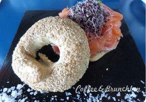 Brunch bien presentado pero mediocre–The room service-Bagel con salmon