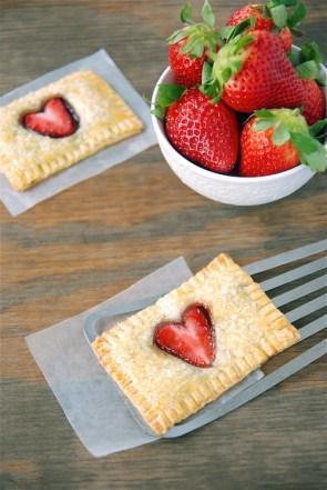 Pastel relleno de nutella y con fresa