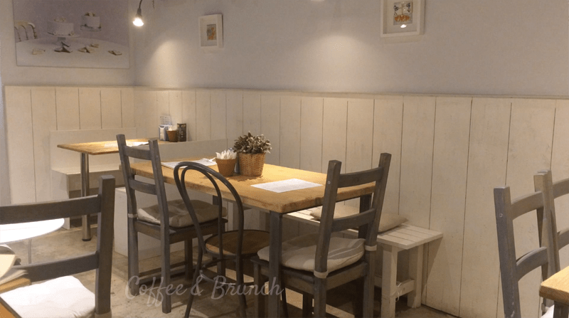 Nuevo-brunch-en-Barcelona-Think-Sweet-mesas-interior