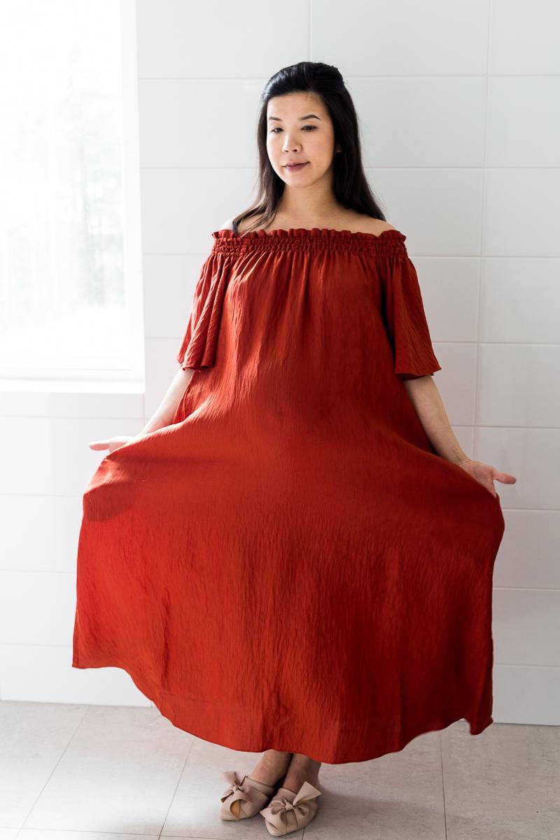 raskaustyyli kesä, odotus, off shoulder, poltettu punainen raskausvaatteet blogi