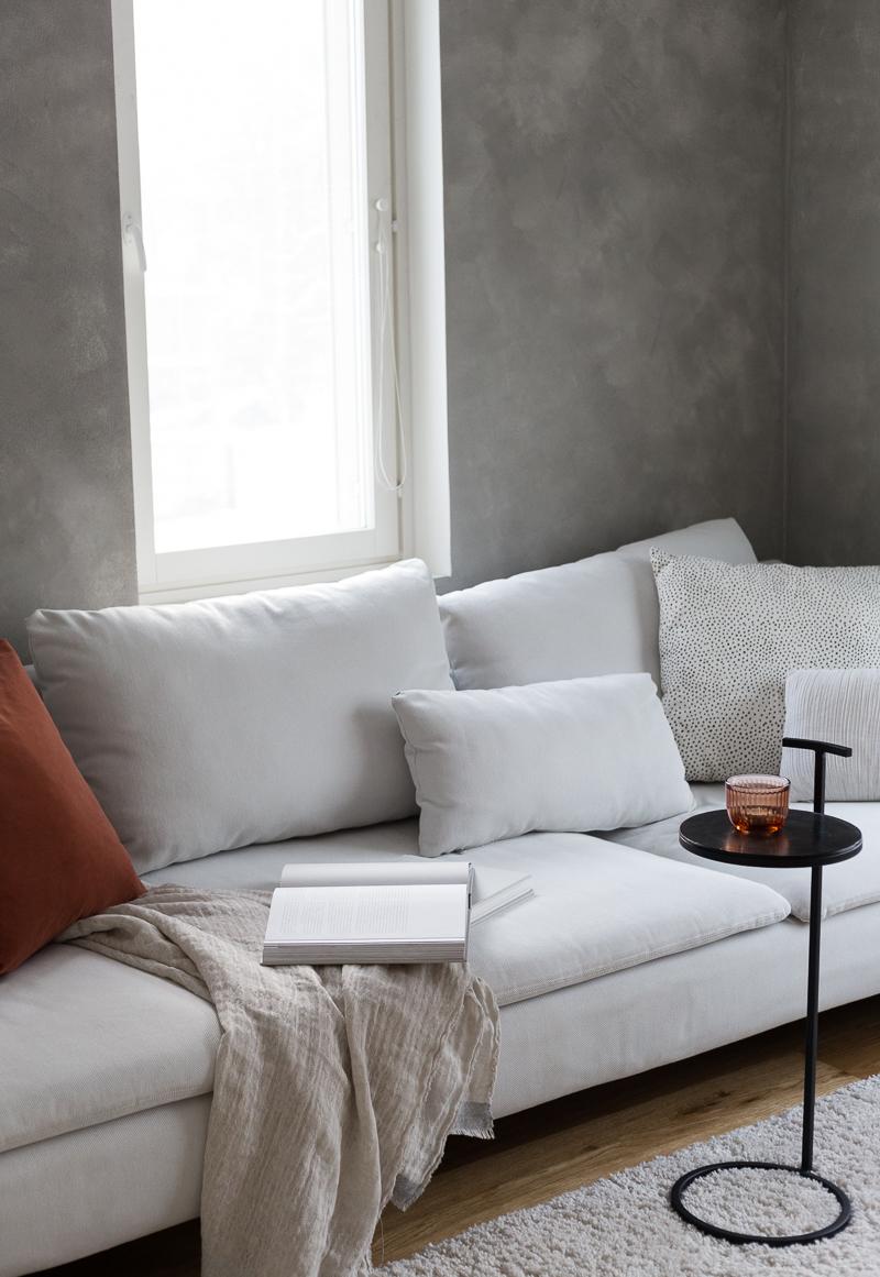 Betonimainen seinä maali, betonipinta maalaamalla, Teknos Kolibri Sand struktuuripinnoite, Ikea Söderhamn