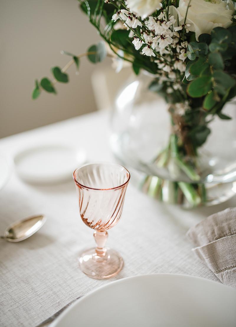 marmorimuna, pääsiäiskattaus, keväinen kattaus, ranskalaiset vintage viinilasit, kattausinspiraatio, Visuelli, Coffee Table Diary