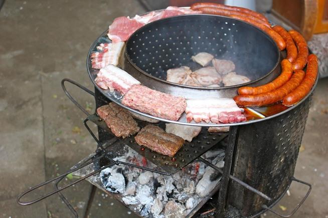 barbecue de table au charbon de bois