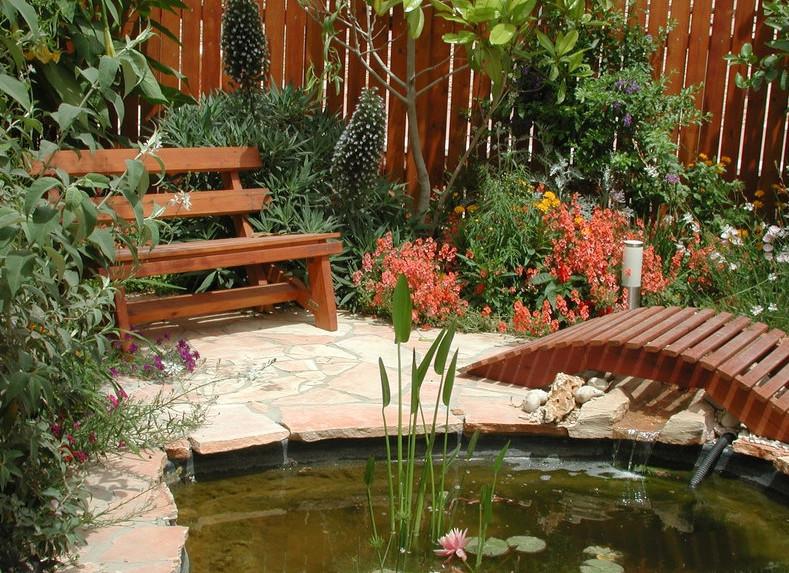 Backyard Pond Landscaping Ideas | Pool Design Ideas on Pond Ideas Backyard id=19959