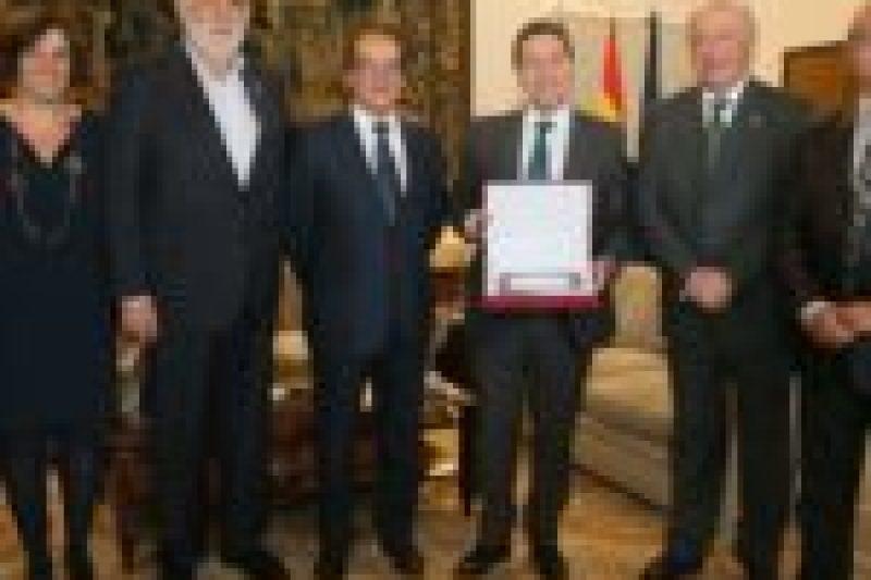 D. Wenceslao Galiano García junto al Presidente de JCCM