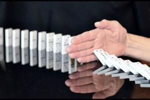 https://c.pxhere.com/photos/b7/51/domino_hand_stop_corruption-746367.jpg!d