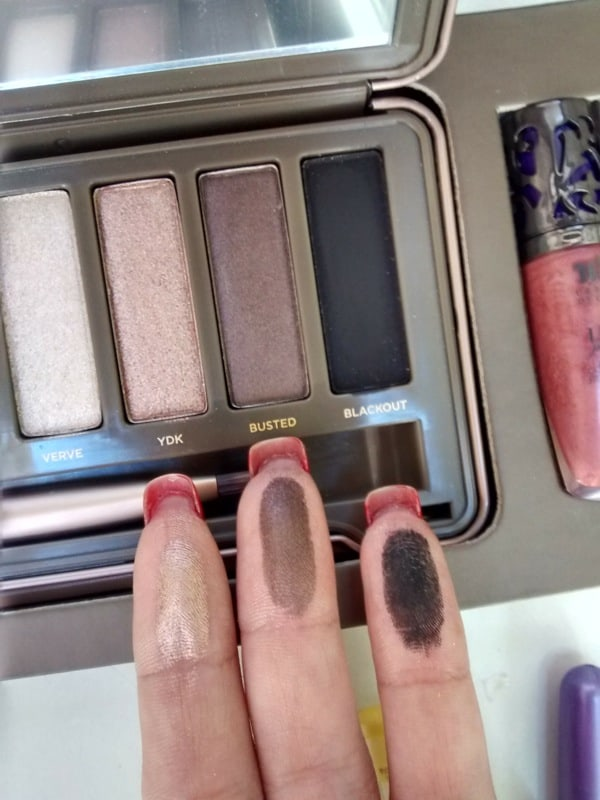 Naked 2 sombras swatches 4