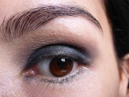 Tutorial Naked 2: Olho preto com esfumado vinho - Sombra Tease - aplicado (olho aberto)