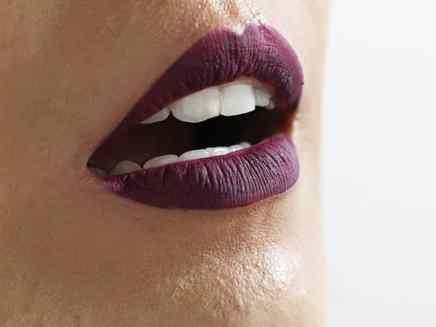 Batons Evelyn Regly líquidos Velvet Grape boca