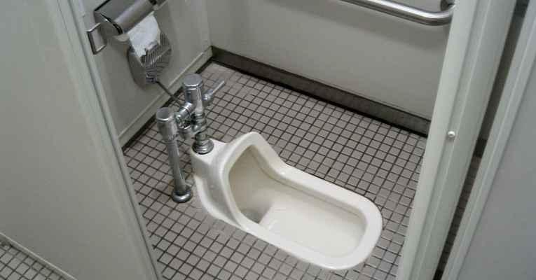 banheiro tradicional Japão