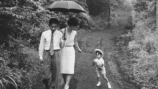 Akihito, Michiko e Naruhito