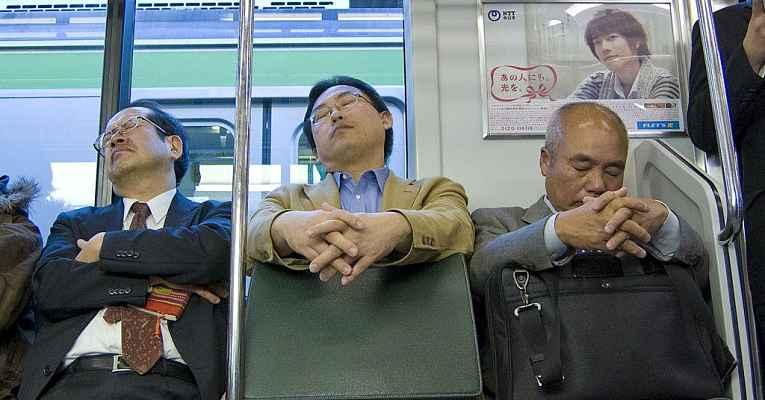 Dormir em público no Japão - Inemuri
