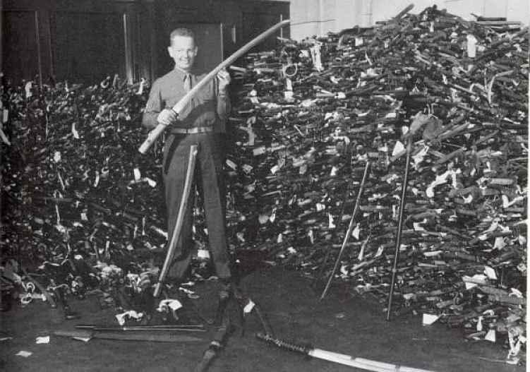 Espadas recolhidas