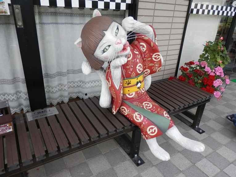 Estátua gata de kimono